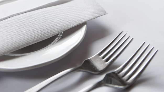 Fornitura stoviglie, tovaglie e tovaglioli per ristoranti